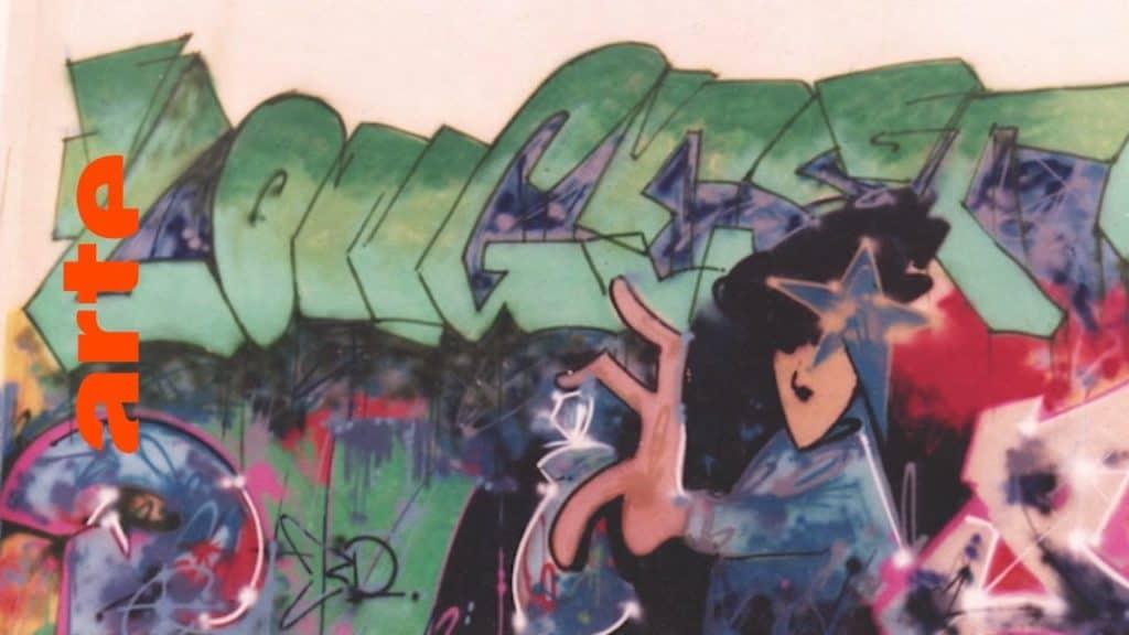 """1983 überschwemmt die Graffitiwelle Großbritannien. Grundstein für den späteren Ruhm von Crews wie den CHROME ANGELZ legen die Writer der ersten Stunde PRIDE und Robert """"3D"""" Del Naja von Massive Attack. In dieser Episode geben sie sich die Ehre und lassen die Anfänge der englischen Graffiti-Szene Revue passieren. Sie erzählen vom Einfluss ihrer Style-Bibel """"Subway Art"""", Stylewriting in Bristol und vom Eindruck, den das erste Graffiti-Piece von FUTURA2000 in Europa auf sie machte. In 10 Episoden zeichnet die Dokuserie den Aufstieg der Graffiti-Bewegung nach: vom New York der 70er über Amsterdam und Paris bis nach München, von wo aus der Graffitivirus ab den 80ern ganz Europa infizierte. The Rise of Graffiti Writing """"The Rise of Graffiti Writing"""" zeichnet die Geschichte der Graffiti-Kultur von den Anfängen im New York der 70er bis zum Ausbruch des Lack-Virus' Mitte der 80er in Europa nach. Writer der ersten Stunde erzählen, wie die Bewegung in den 80er-Jahren von den USA über den großen Teich nach Europa schwappte und sich ab 1983 von Amsterdam, Paris und London oder der heimlichen Graffiti-Metropole Kopenhagen in ihren Bann zog."""