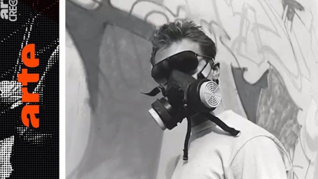 """""""Wild Style!"""" schwappt über den Atlantik, versetzt Europa in helle Hip-Hop-Begeisterung und infiziert den Kontinent mit dem Graffitivirus. In dieser Folge sprechen Vertreter der englischen und deutschen Szene wie CAN2, 3D und PRIDE über den ungeahnten Einfluss des Films, der als Underground-Klamotte startete und schnell zum Sprachrohr für eine neue Subkultur wurde. In 10 Episoden zeichnet die Dokuserie den Aufstieg der Graffiti-Bewegung nach: vom New York der 70er über Amsterdam und Paris bis nach München, von wo aus der Graffitivirus ab den 80ern ganz Europa infizierte. The Rise of Graffiti Writing """"The Rise of Graffiti Writing"""" zeichnet die Geschichte der Graffiti-Kultur von den Anfängen im New York der 70er bis zum Ausbruch des Lack-Virus' Mitte der 80er in Europa nach. Writer der ersten Stunde erzählen, wie die Bewegung in den 80er-Jahren von den USA über den großen Teich nach Europa schwappte und sich ab 1983 von Amsterdam, Paris und London oder der heimlichen Graffiti-Metropole Kopenhagen in ihren Bann zog."""